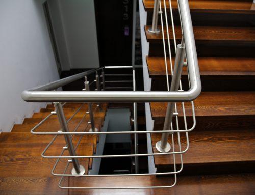 Poręcze schodowe – gwarancja bezpieczeństwa czy subtelny element wystroju?